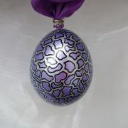 Hühnerei handbemalt wasserfest silber schwarz lila metallic gemustert gefertigt von Marion Heine Soulous Art