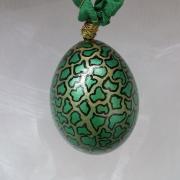 Hühnerei handbemalt wasserfest gold schwarz grün gemustert gefertigt von Marion Heine Soulous Art