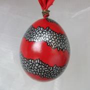 Hühnerei handbemalt wasserfest silber schwarz rot gemustert gefertigt von Marion Heine Soulous Art