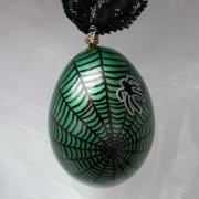 Hühnerei handbemalt wasserfest silber schwarz grün Spinnennetz gefertigt von Marion Heine Soulous Art