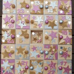 Weihnachtskalender Holzsetzkasten mit Türchen pink Echtholz Lasur Serviettentechnik Holzknauf Acrylfarbe gefertigt von Marion Heine Soulous Art