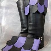 Stiefelgamaschen Ledergamaschen für Stiefel schwarz lila echt Leder + Klettverschluß Mittelalter Larp Fantasy Rollenspiel Gothic Steampunk BDSM Fetisch sexy Kleidung gefertigt von Marion Heine Soulous Art
