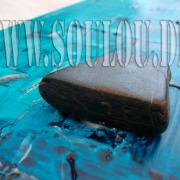 *Blue Stone*  Größe 20 x 50 cm Leinwand gespachtelt + Stein hellblau blau Detail gefertigt von Marion Heine Soulous Art