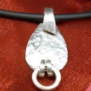 02 Besteck Schmuck Anhänger Ring der O Hammerschlag Gabel Löffel silber Art Deko WMF BSF OKA Wilkens R&B Wellner gefertigt von Marion Heine Soulous Art
