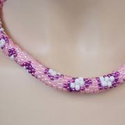 Perlen - Kette Schmuck Rocailles ros violett weiß gehäkelt von Marion Heine Soulous Art