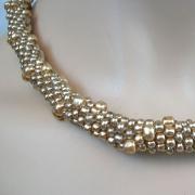 Perlen - Kette Schmuck Rocailles hellgold gehäkelt von Marion Heine Soulous Art