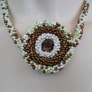 Perlen - Kette Schmuck Rocailles braun hellgrün weiß Glasbead gehäkelt von Marion Heine Soulous Art