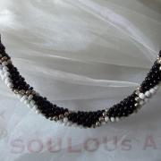 Perlen - Kette Schmuck Rocailles schwarz weiß silber Raute gehäkelt von Marion Heine Soulous Art