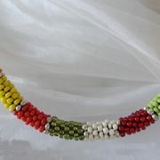 Perlen - Kette Schmuck Rocailles rot grün gelb silber gehäkelt von Marion Heine Soulous Art