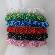 Perlen - Kette - Armband Schmuck Rocailles weiß blau schwarz rosa rot grün gehäkelt von Marion Heine Soulous Art