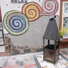 Wohlfühloase Relax Gartenkarmin Spiralen gesamt Schnecken Mosaik Garten Fliese gefertigt von Marion Heine Soulous Art