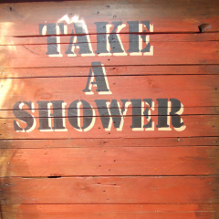 Gartendusche Sichtschutz Garten Paletten Dusche Holz beshriftet gefertigt von Marion Heine Soulous Art
