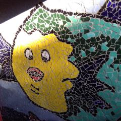 Mosaik Garten Fliesen Kacheln Merrestiere Kugelfisch gelb grün blau türkis schwarz weiß gefertigt von Marion Heine Soulous Art
