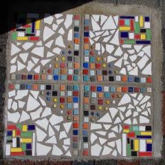 Bodenplatte 4-teilig Karminschutz Mosaik Garten Fliesen gefertigt von Marion Heine Soulous Art