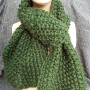 Schal Schultertuch derb grün Mittelalter Larp Schnecken Nadel gestrickt gefertigt von Marion Heine Soulous Art