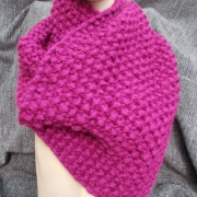 Schal Schultertuch derb pink Mittelalter Larp Schnecken Nadel gestrickt gefertigt von Marion Heine Soulous Art