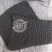 Schal Schultertuch derb schwarz Mittelalter Larp Schnecken Nadel gestrickt gefertigt von Marion Heine Soulous Art