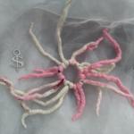 Haargummi Dreadlock Haarband Gummi gefilzt Haarschmuck rosa weiß gefertigt von Marion Heine Soulous Art