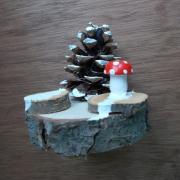 Winterliches Tannenbäumchen mit LED-Beleuchtung Kiefernzapfen Holzscheibe Deko Geschenk made by Soulous Art